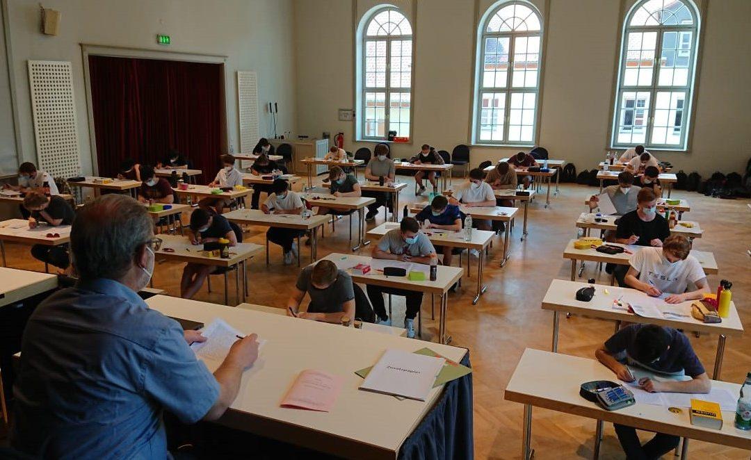 Die zweiten Abiturprüfungen an der FOSBOS Weißenburg  innerhalb der Pandemie