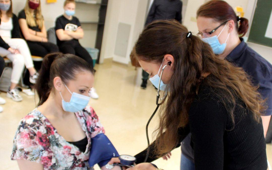 Pflegehelferkurs an der FOSBOS Weißenburg