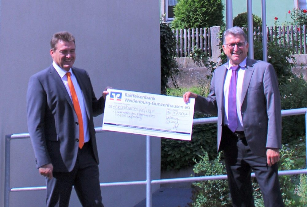 Raiffeisenbank spendet 750 Euro an FOSBOS