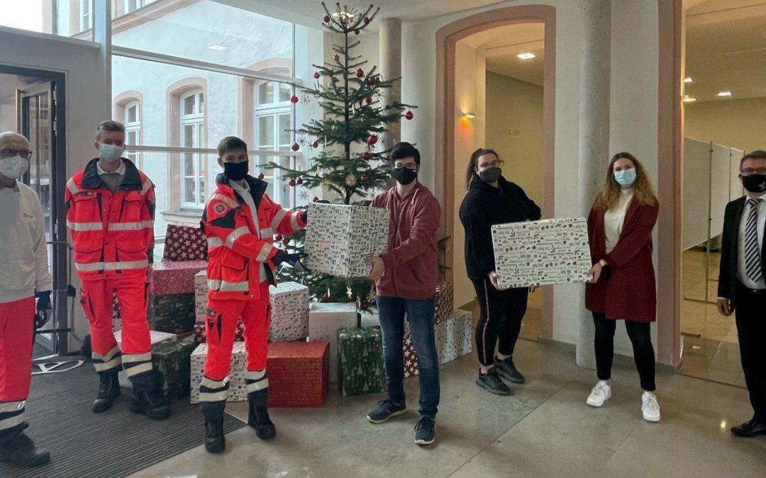 FOSBOS Weißenburg unterstützt Weihnachtstrucker